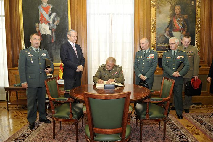 El Director General recibe al Director de la Gendarmería Militar de Polonia