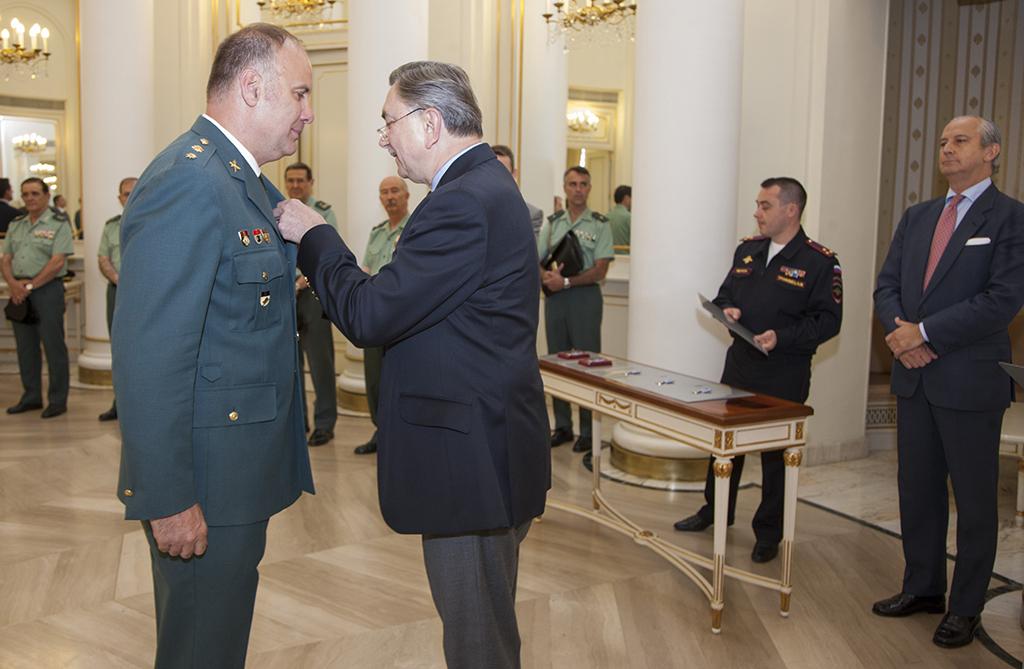 """La Federación de Rusia condecora a guardias civiles con la medalla """"100 años de Cooperación policial internacional"""""""