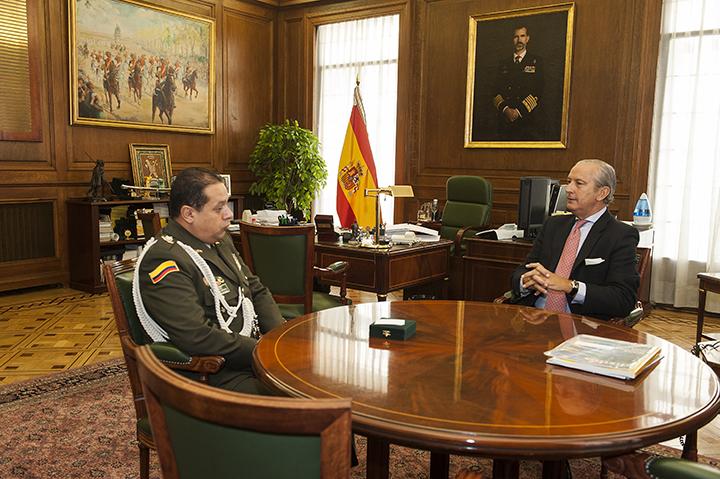 El Director General recibe al nuevo Agregado Policial de la Embajada de Colombia en España