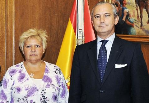 El Director General se reúne con la Presidenta de la Asociación de Víctimas del Terrorismo