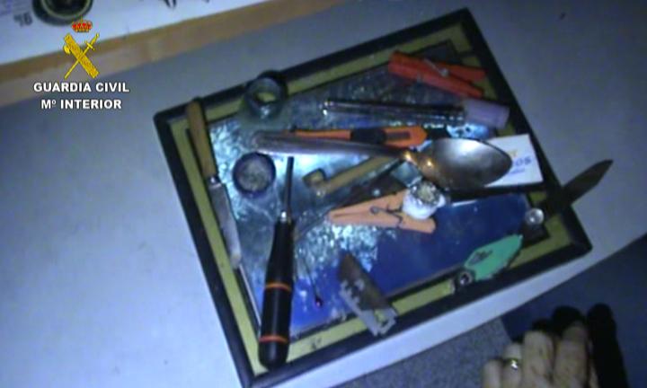 La Guardia Civil desarticula una red dedicada a asaltar viviendas de otras organizaciones para robarles la  droga