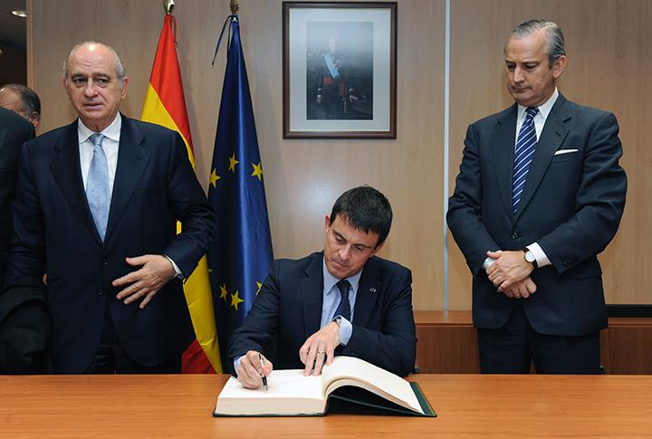 Los ministros del Interior de España y Francia visitan el Centro de Coordinación de Vigilancia Marítima de la Guardia Civil