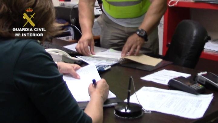 La Guardia Civil detiene a 26 personas e imputa a otras 2 como integrantes de una organización criminal  dedicada a estafas en las revisiones de gas