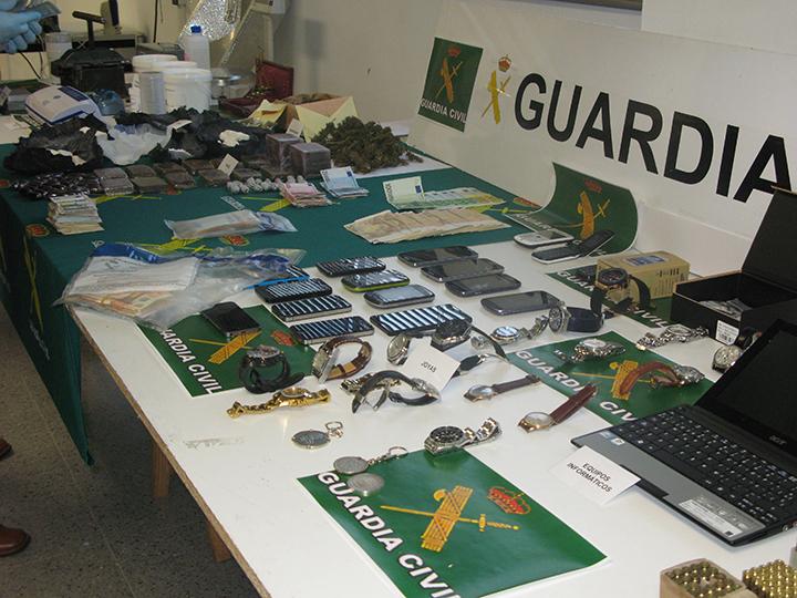 La guardia civil desarticula una red de venta a domicilio for Oficina trafico zaragoza