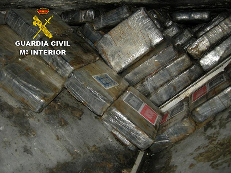 La Guardia Civil aborda un velero cargado con 725 kilogramos de cocaína en el Océano Atlántico