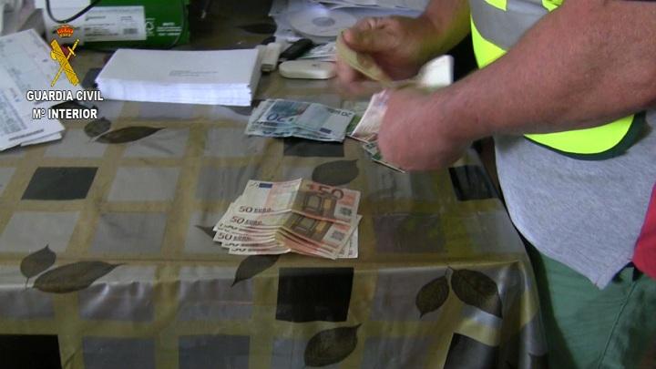 La Guardia Civil detiene a los integrantes una organización  dedicada a estafar a través de internet mediante phishing