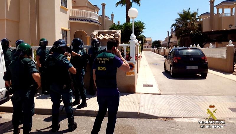 La Guardia Civil esclarece un secuestro simulado en la Costa Blanca y detiene a una pareja de ciudadanos británicos