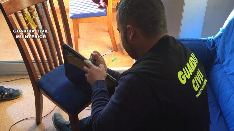 La Guardia Civil desmantela una red criminal que había realizado más de 200 delitos de estafa a través de Internet