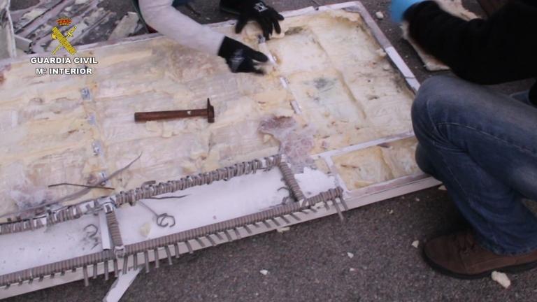 La Guardia Civil incauta 210 kilos de pasta base de cocaína que era introducida en España en el interior de muebles