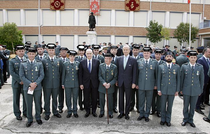 El ministro del Interior destaca que la trayectoria de éxitos del Servicio de Información de la Guardia Civil que ha llevado a la derrota de ETA está ahora a disposición de la lucha contra el terrorismo yihadista