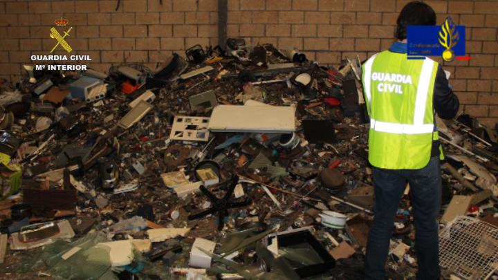 La Guardia Civil detiene a 12 personas pertenecientes a una organización internacional especializada en la sustracción de cobre