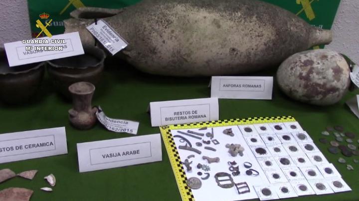 La Guardia Civil interviene 128 piezas arqueológicas que iban a ser vendidas  ilegalmente en Internet