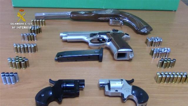La Guardia Civil desarticula una organización criminal dedicada a la adquisición y  venta de armas de fuego