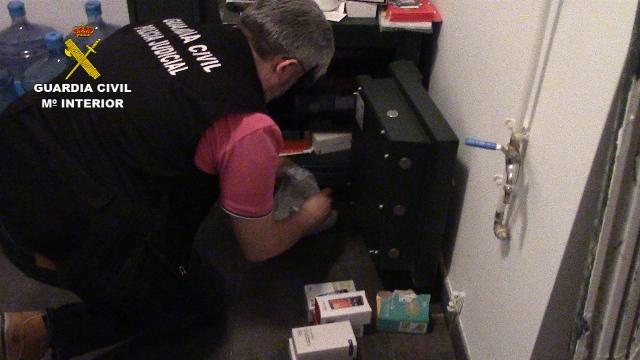 La Guardia Civil detiene a 17 integrantes de una red por cometer estafas a través de contratos fraudulentos de telefonía móvil
