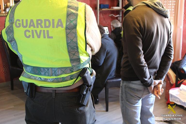 La Guardia Civil detiene en España a 19 personas por tenencia y distribución en Internet de material con abusos y explotación sexual infantil