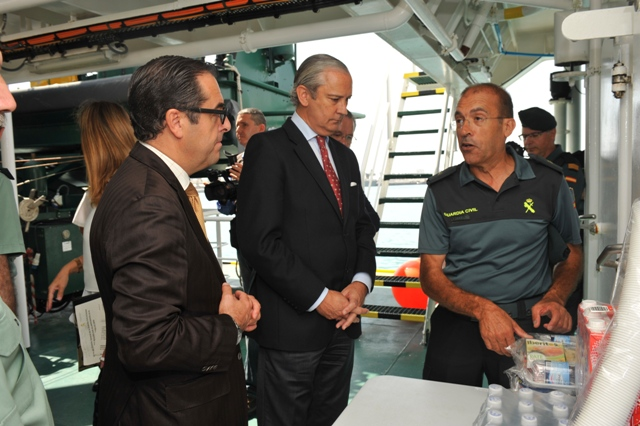 El Director General de la Guardia Civil recibe al Buque Río Segura tras participar en la Operación Tritón en aguas italianas