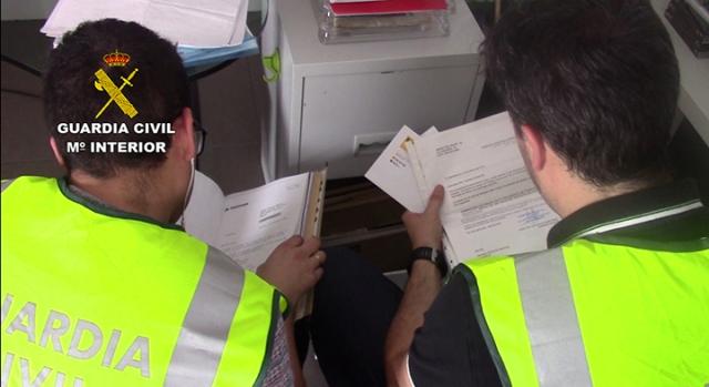 La Guardia Civil desmantela una organización dedicada a estafar a  pequeños inversores mediante la compra de valores