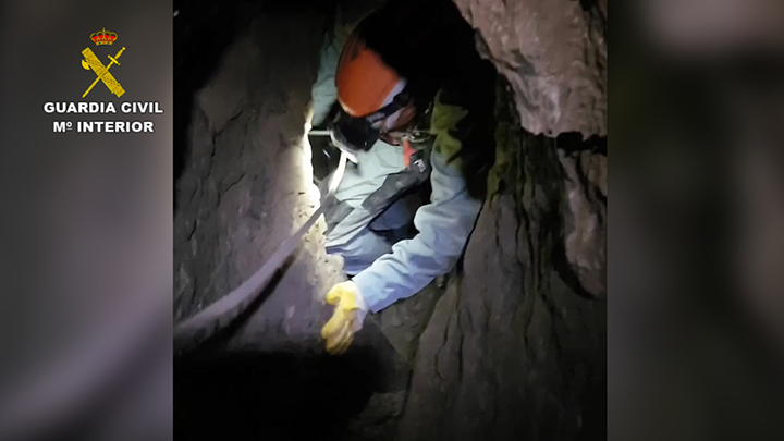 La Guardia Civil rescata a un espeleólogo francés accidentado en una sima en el Monte Larra (Navarra)