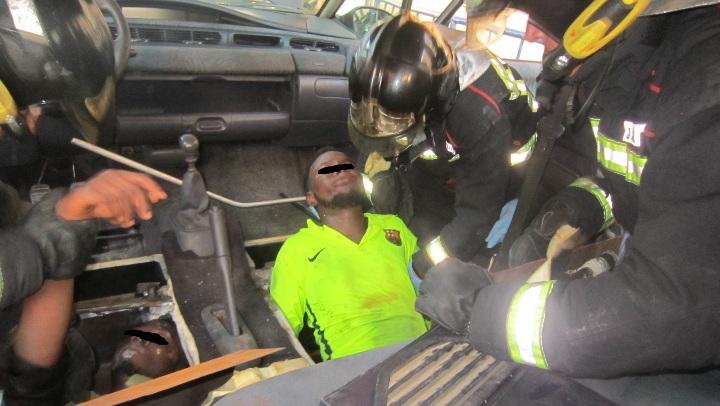 La Guardia Civil auxilia y rescata a cuatro personas del interior del doble fondo de un vehículo