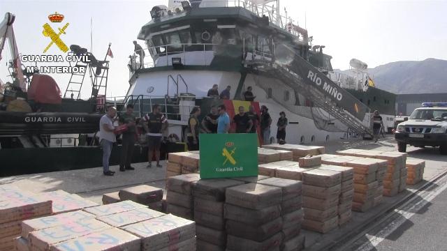 La Guardia Civil intercepta un pesquero cargado con 9.200 kilos de hachís