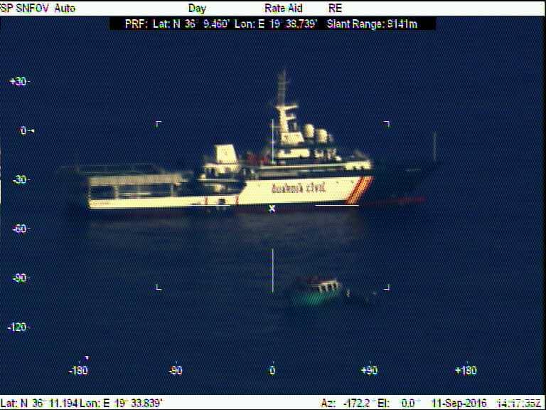 La Guardia Civil localiza un pesquero con 293 inmigrantes irregulares en aguas italianas