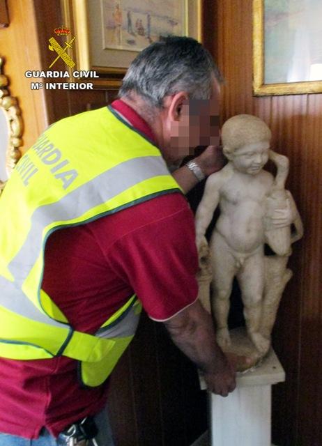 La Guardia Civil recupera en Murcia tres estatuas de origen Romano