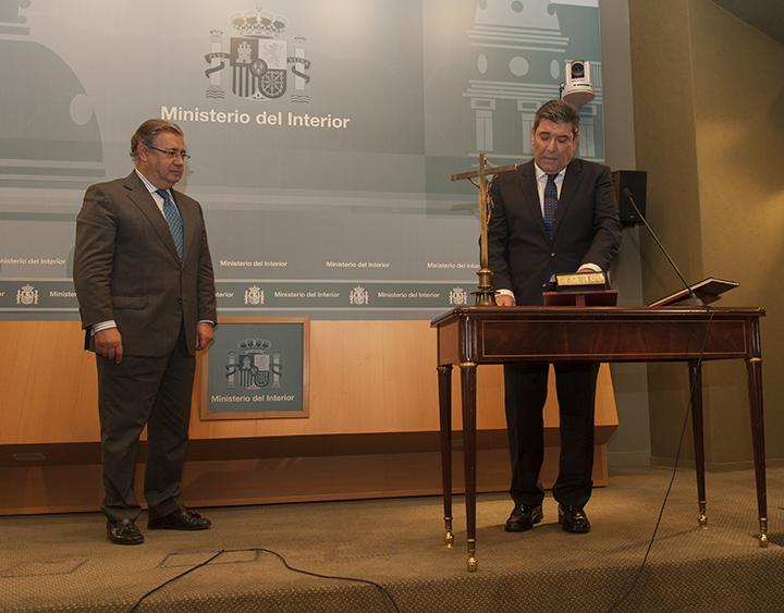 El ministro del interior ha presidido el acto de toma de for El ministerio del interior