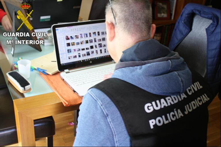 La Guardia Civil detiene a 5 personas e investiga a otra implicadas en la posesión y distribución de pornografía infantil