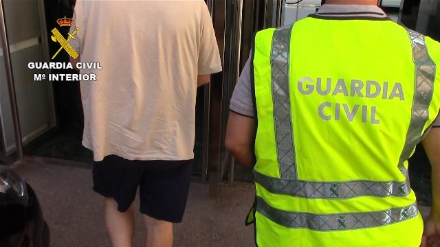 La Guardia Civil detiene a dos huidos de la justicia condenados por abusos sexuales a menores