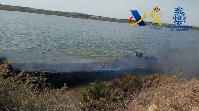 Incautadas más de dos toneladas de hachís a un grupo de narcos en la costa de Huelva