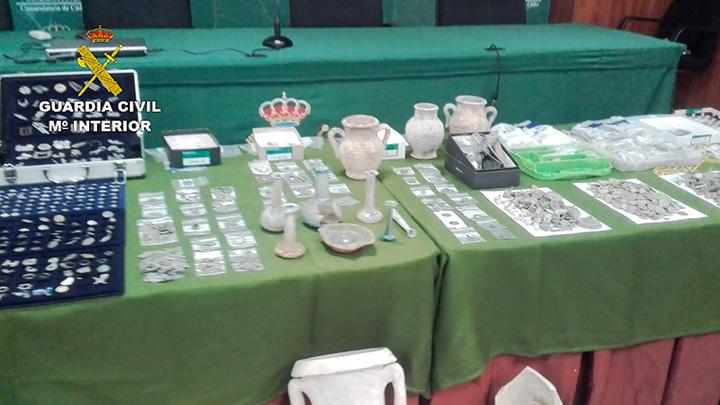 La Guardia Civil recupera miles de piezas arqueológicas que habían sido puestas a la venta a través de casas de subasta virtuales