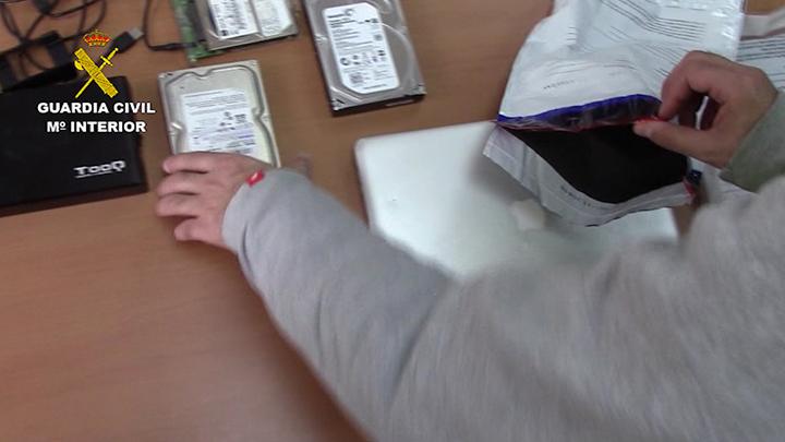 """La Guardia Civil detiene a un """"ciber-depredador"""" sexual dedicado a la captación de menores"""