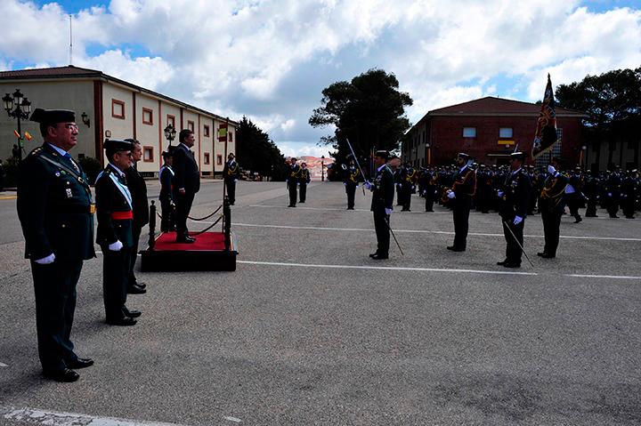 El solemne acto de Jura de Bandera constituye, en sí mismo, una expresión cívica, pública e individual de lealtad a España, a S.M. el Rey y a nuestra Constitución