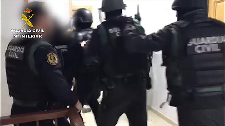 La Guardia Civil detiene a 20 miembros de una organización criminal dedicada al robo de mercancía de camiones de gran tonelaje y tráfico de drogas
