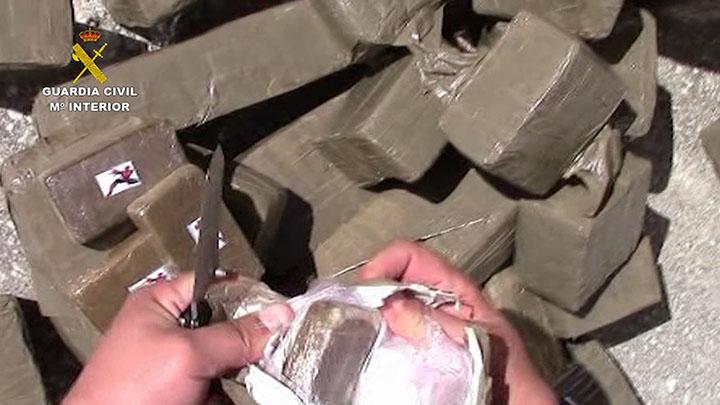 La Guardia Civil evita el homicidio de una mujer y desarticula una organización criminal dedicada al tráfico internacional de droga