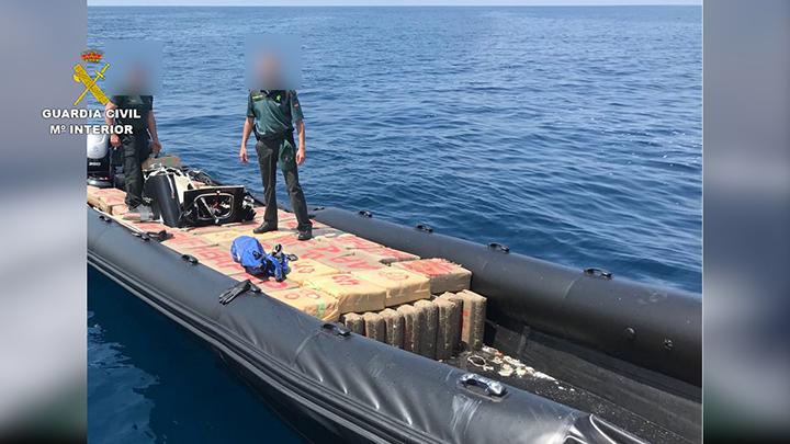 La Guardia Civil interviene más de 4000 kilogramos de resina de hachís en una embarcación