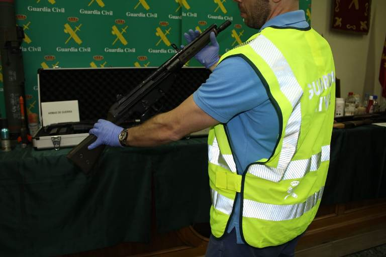 La Guardia Civil localiza un arsenal de armas en el interior de una vivienda de Zaragoza