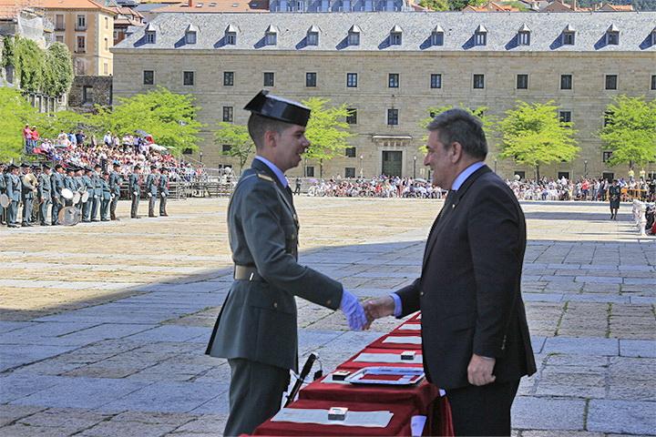 El Director General de la Guardia Civil  preside la entrega de títulos a la Promoción de Suboficiales más numerosa de los últimos años