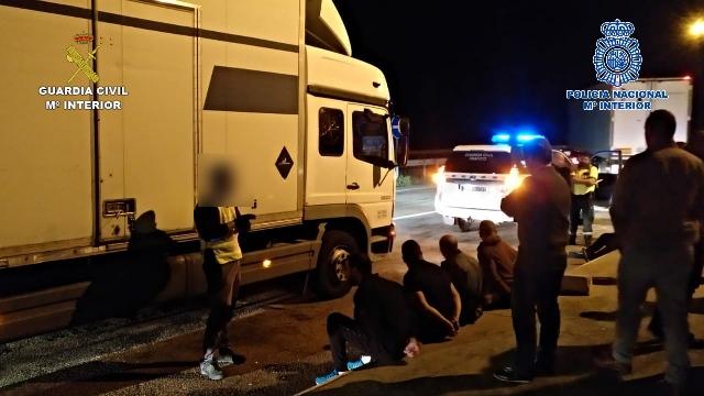 Desarticulado un grupo criminal dedicado al robo de camiones y mercancías en la A-2