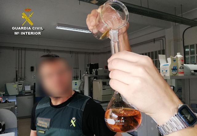 La Guardia Civil desarticula un entramado criminal dedicado a la importación y distribución de ron falsificado