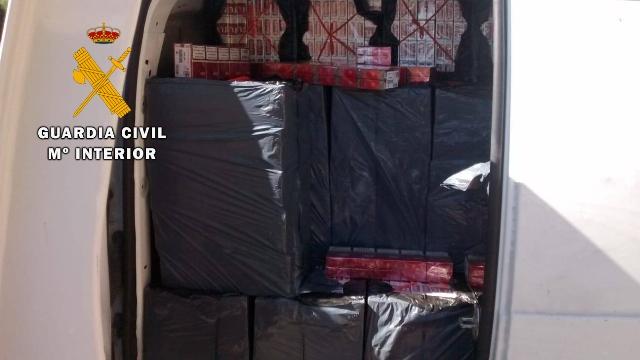 La Guardia Civil interviene 15.500 cajetillas de tabaco de contrabando en el interior de una furgoneta en San Roque