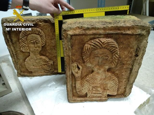 Recuperados en Londres dos relieves visigodos del siglo VII sustraídos en Burgos en 2004