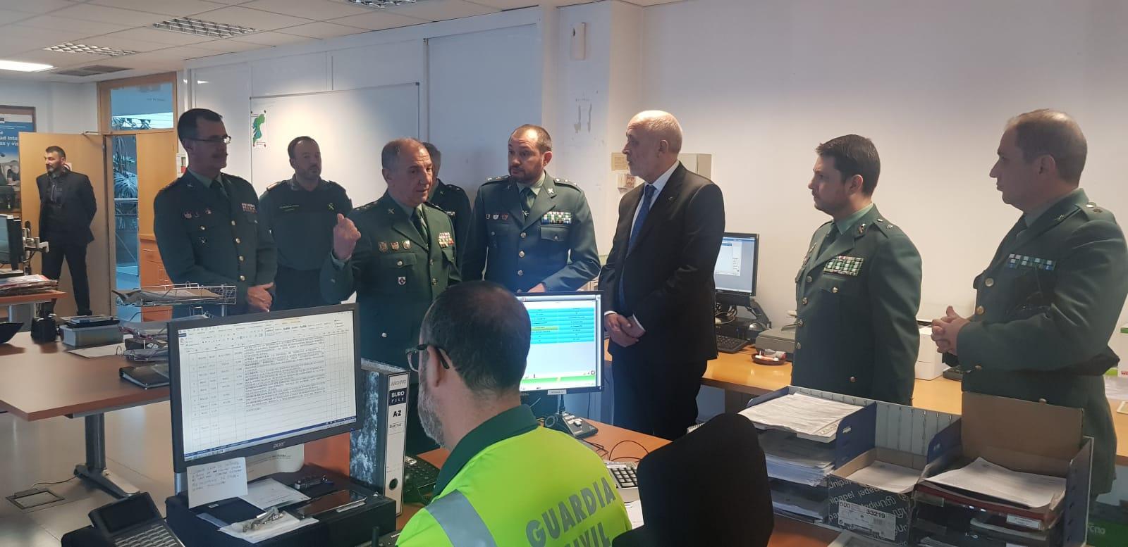 El director general de la Guardia Civil se reúne con los mandos de la Comandancia de Pontevedra