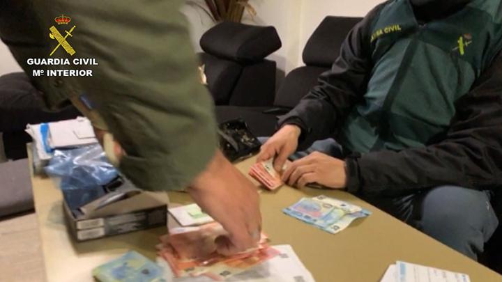 La Guardia Civil desarticula una organización dedicada al tráfico de hachís y al tráfico ilícito de personas