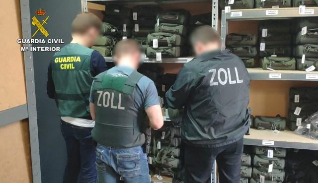 Desarticulada una red de contrabando de equipos de visión nocturna para armas de fuego