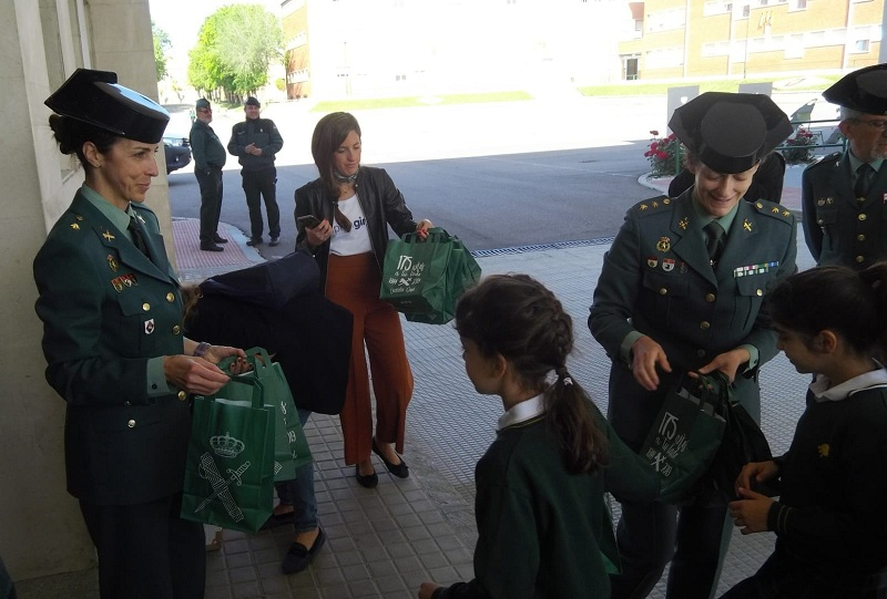 "La Guardia Civil y la Fundación Inspiring Girls celebran la Jornada ""Las Niñas y la Guardia Civil"""