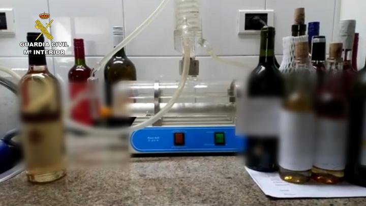 La Guardia Civil desarticula una organización dedicada al embotellado y venta de vino de manera masiva y fraudulenta