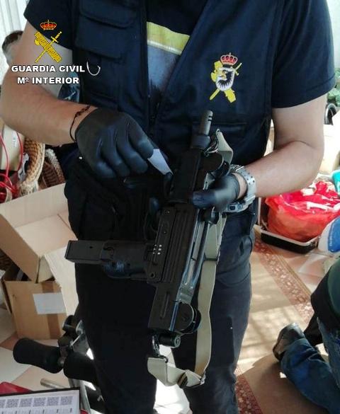 La Guardia Civil incauta un depósito de armas de fuego en Pontevedra