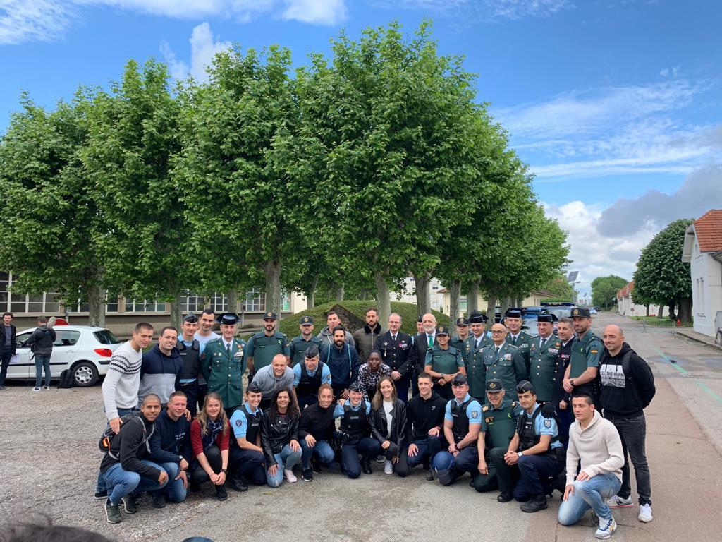 120 guardias civiles alumnos finalizan su periodo de formación en la Escuela de Gendarmería de Dijon (Francia)