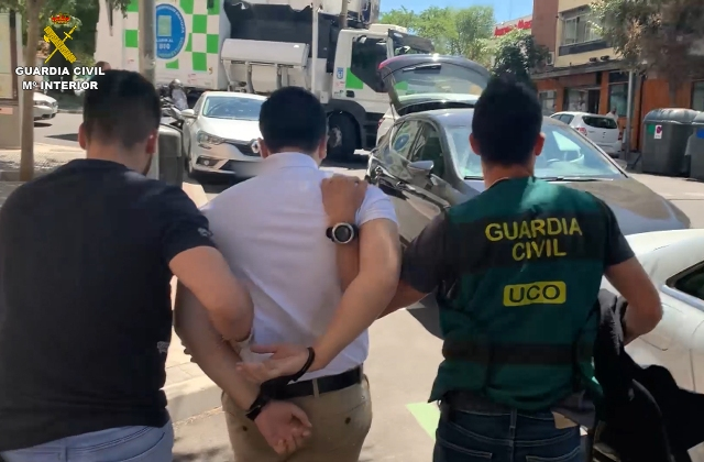 La Guardia Civil detiene en Madrid al mayor ciber-estafador en la historia de España
